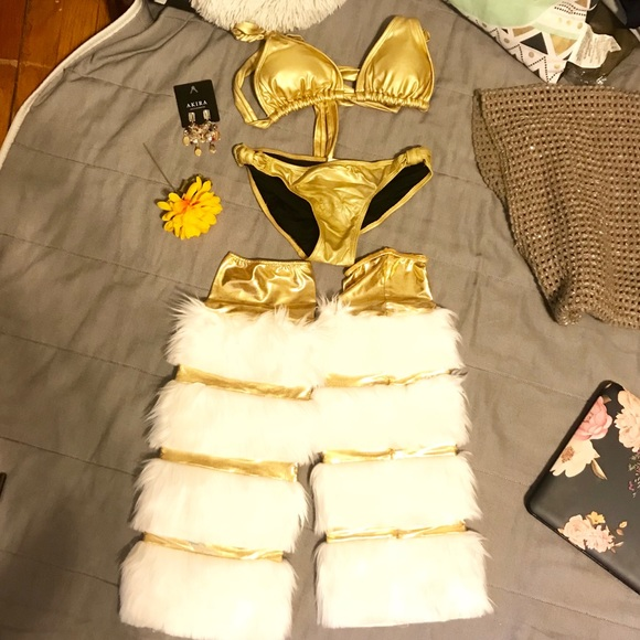 Xhilaration Other - ✨Be a Perfect Christmas Intimate gold suite S/M✨